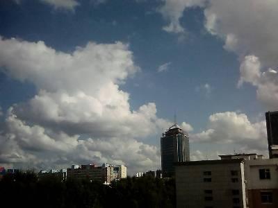 长春市朝阳区,阴,27 ℃,东北风1级。