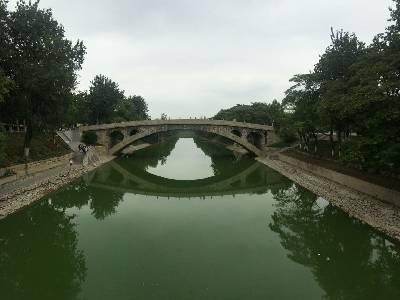 """小学课本里说过的""""赵州桥"""",今日终于见到桥。 多云,23℃,风力1级。"""