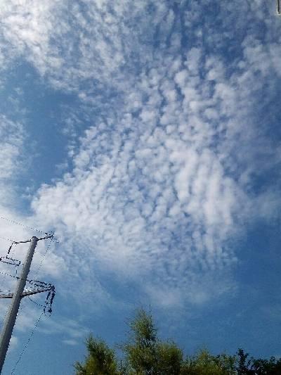 兴宁区。蓝天波纹云