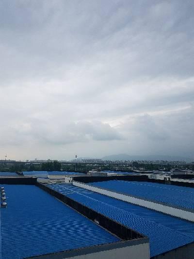 江宁区,阴,20 ℃,东南风3级。