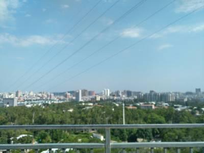 厦门市景一角 多云,29℃,西风3级。