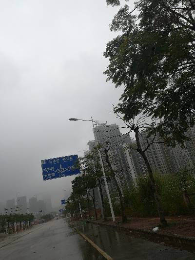 雨雾缭绕,住在云中。