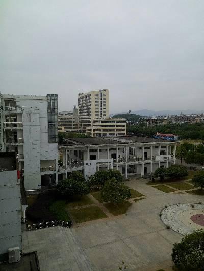 南昌市,多云,18℃,东北风2级。