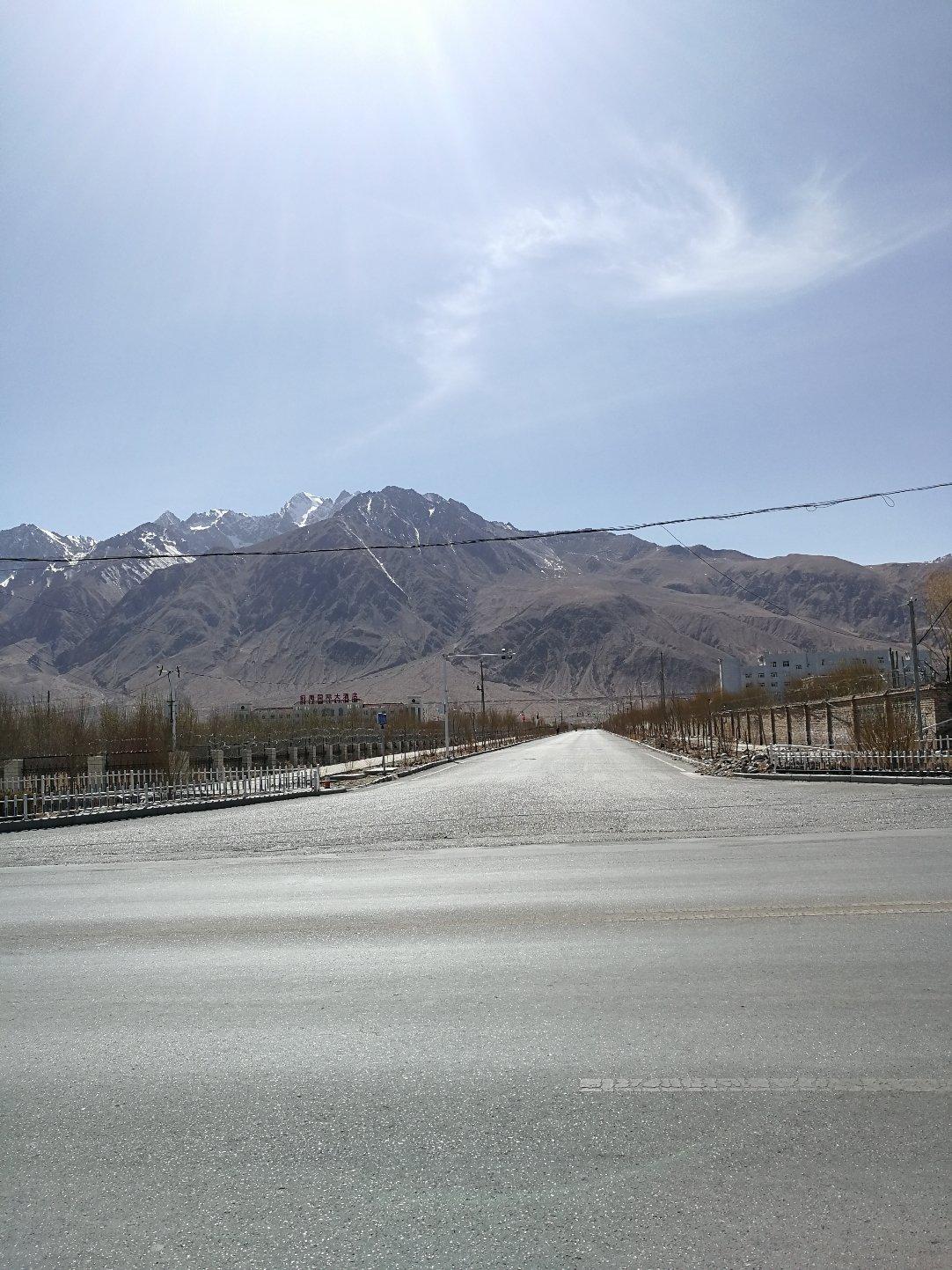 新疆维吾尔自治区喀什地区塔什库尔干塔吉克自治县乔戈里路65号靠近中国信合天气预报
