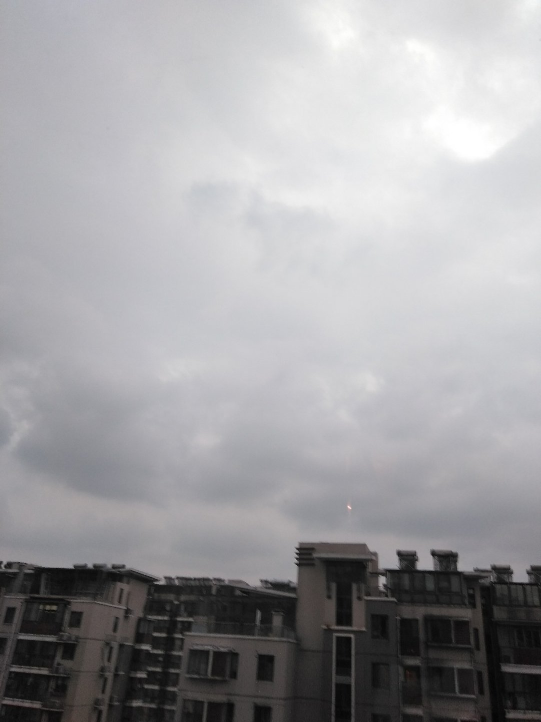 江苏省无锡市滨湖区鸿桥路靠近小桃源(地铁站)天气预报